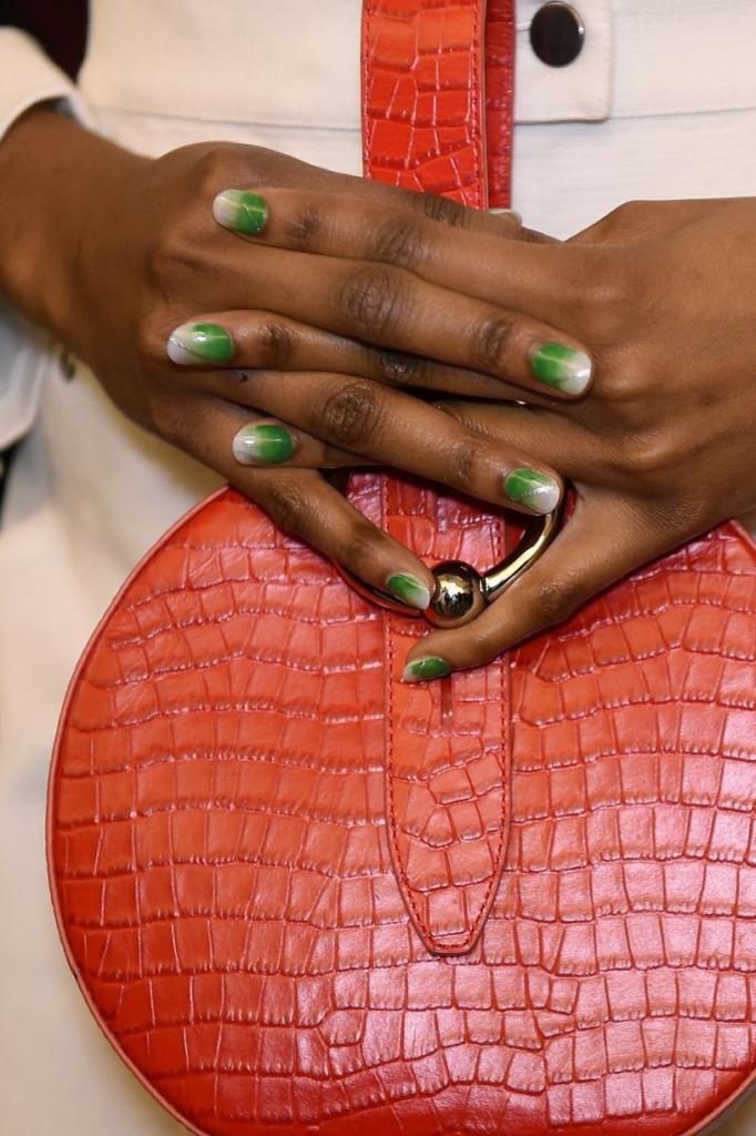 Δοκιμάστε πρώτες τα ολοκαίνουργια nail trends του φθινοπώρου